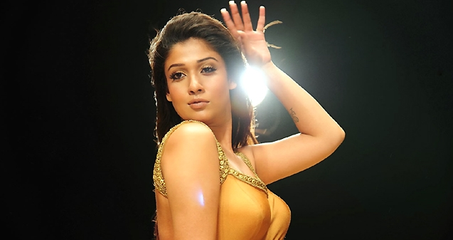 Nayanathara Back to Intimate Scenes